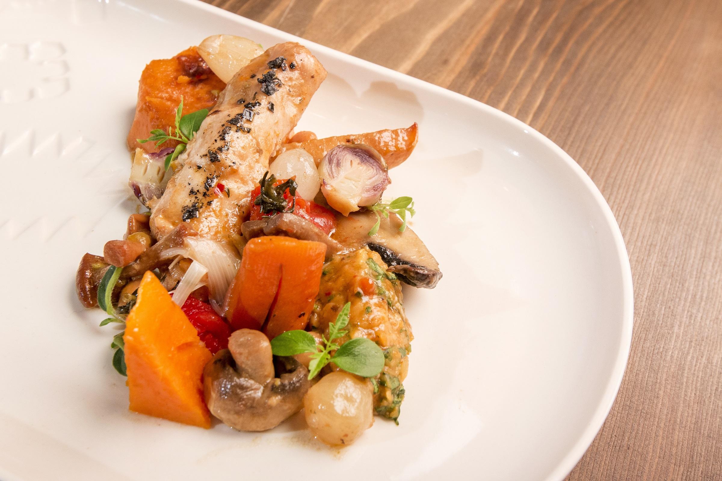 заек в гювеч с картофи и моркови